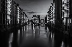 Wasserschloss Hamburg (uwschu) Tags: hamburg schwarzweis nachtaufnahmen blackandwhite
