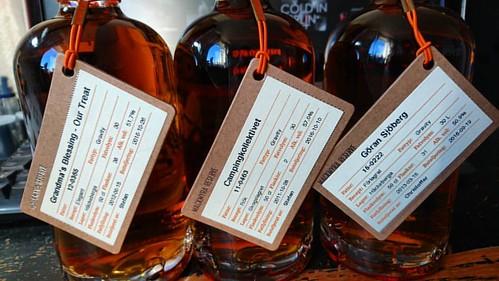Hämtade vår whisky i Danmark och bytte till mig två stycken från andra som hämtade, mycket trevligt.  #mackmyrawhisky #mackmyra @mackmyrawhisky #Whisky #lördagswhisky #privatfat #häckeberga #skogslagret