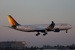 Golden sunrise on the tail during the landing at Schiphol. (rhietbrink) Tags: delta airlines a330323 n826nw airbus a333 b330 widebody landing deltaairlines sunrise approach arrival