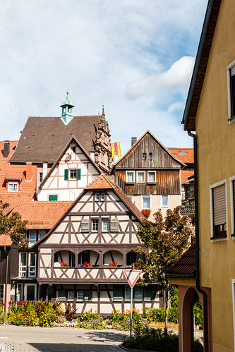 La vieille ville avec la Mairie à l'arrière plan