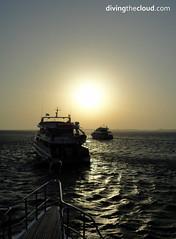 Sunrise in Red Sea - Amanecer en el Mar Rojo (divingthecloud) Tags: sea sunrise contraluz barco redsea amanecer backlighting vehiculo liveaboard marrojo vidaabordo