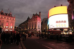 Piccadilly Circus (frankieleon) Tags: piccadillycircus london uk lights bright city cityofwestminster westend street people crowd regent junction circle 2016