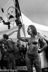 le poing lev (roland.kara) Tags: buste baindeboue ftedelhuma ftedelhumanit provocation marxiste forte souille boueuse