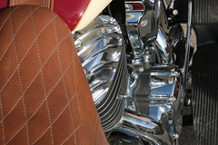 Machine rutilante (Pi-F) Tags: indian motorcycle roadmaster moto cylindre brillance clat chrome cuir selle reflet