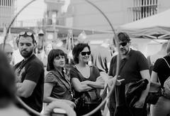 Punto de mira (andyliar94) Tags: social retrato monocromo blanco negro monocromatico calle street city sunday humor mood amateur instant moment captura rastro madrid la latina people