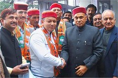 Shimla: Former Chief Minister Prem Kumar Dhumal welcomes the people from Shimla Gramin who join the Bharatiya Janata Party (BJP) at his residence.  Photo: Legend News (legend_news) Tags: shimla former chief minister prem kumar dhumal welcomes people from gramin who join bharatiya janata party bjp his residence photo legend news