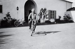 #Albert Einstein on a bike - 1933 [611x404] #history #retro #vintage #dh #HistoryPorn http://ift.tt/2fhTqUm (Histolines) Tags: histolines history timeline retro vinatage albert einstein bike 1933 611x404 vintage dh historyporn httpifttt2fhtqum
