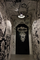 Open The Door (Tom-mas) Tags: graffiti tag porte noir blanc