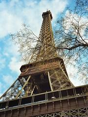 Eiffelturm, Paris (Frankreich) - nur noch 365 Tage bis zur Jahrtausendwende (Carsten@Berlin) Tags: paris france frankreich 1999 analog eiffelturm latoureiffel