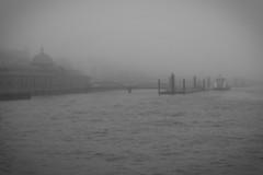 Fischmarkt Hamburg (difridi) Tags: difridi hamburg stpauli fischmarkt nebel fog november herbst autumn norddeutschland elbe hafen harbour port monochrome schwarzweiss blackandwhite fluss river