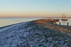 Hafenmole - Harbour Mole (antje whv) Tags: hooksiel nordsee abendlicht eveninglight wattenmeer northsea hafen port schiffe ships
