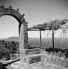 Lago Titicaca (Nick Gripton) Tags: travel blackandwhite bw white lake black film tourism peru titicaca latinamerica southamerica analog mediumformat lago blackwhite lomo lomography lubitel analogue lubitel166 rollo 166 lubi pelicular