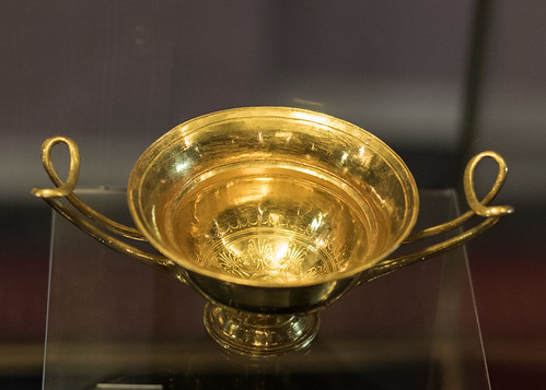 Golden kylix from the tomb of Seuthes III