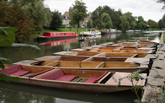 Punts moored up on the River Cam.  One group of students are punting on the river (Beth Hartle Photographs2013) Tags: cambridge river lock cam weir rivercam boathouses narrowboats