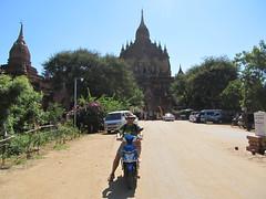 """Old Bagan: alentours du temple Htilominlo <a style=""""margin-left:10px; font-size:0.8em;"""" href=""""http://www.flickr.com/photos/127723101@N04/22653123253/"""" target=""""_blank"""">@flickr</a>"""