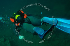 Plonge sous-marine en eau douce (36270 Eguzon Chantme). (Emmanuel LATTES) Tags: man water sport swimming swim dark de nager eau tank darkness go deep scuba diving down palmer fresh equipment suit sombre bubble diver aquatic fin palme douce gilet wetsuit homme plonge bulle freshwater bouteille limpid carrire watery deepsea glauque limpide neoprene plongeur glaucous aquatique stabilisation sousmarine profond combinaison descendre inonde quipement limpidity limpidit noprne senfoncer