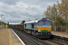66711 'Sence' (ianmartian) Tags: freight acton industries crawley sence aggregate class66 salfords 66711 6m39