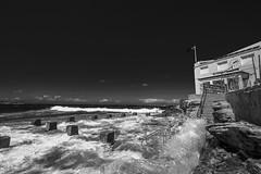 DSC01630 (Damir Govorcin Photography) Tags: waves sea ocean zeiss 1635mm sony a7ii coogee beach lifesaving club sky rocks natural light