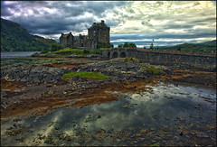 Eilean Donan Castle / Dornie (guenterleitenbauer) Tags: 2016 5d april austria canon guenter gnter juli landscape leitenbauer urlaub wels bild bilder britain brittanien burg castle city flickr foto fotos great image images july key landschaft photo photos picture pictures ruine schottland scotland stadt town wasser water wwwleitenbauernet sterreich eilean donan schloss schlos dornie highlander