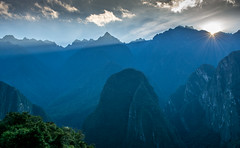 Morning (Machu Picchu, Peru. Gustavo Thomas  2016) (Gustavo Thomas) Tags: morning maana sunlight sunrays rayosdesol luz light mountains machupicchu montaas peru peruvian peruano southamerica cusco ciuzco nature naturaleza travel viaje trip voyage