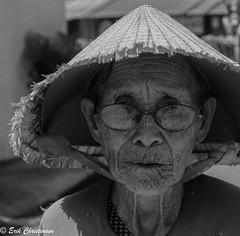 -c20161122_810_2382 (Erik Christensen242) Tags: tptuyha phyn vietnam vn woman lady face portrait bw monochrome glasses nonla wrinkles