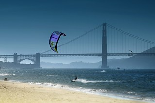 Kitesurfing in Golden Gate