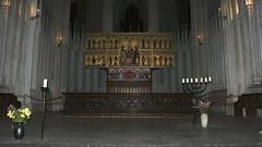 """Altar """"Sankt-Marien-Kirche"""" in Stralsund (Carl-Ernst Stahnke) Tags: church god kirche blumen stralsund hansestadt neuermarkt gott gottesdienst leuchter aussichtsturm evangelisch andacht sanktmarien"""