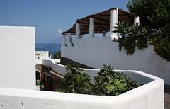 Casa eoliana (e Stromboli che fuma) (TheGiRLwithKaLeidoSCopeEyes88) Tags: sicilia eolie panarea casamediterranea casaeoliana