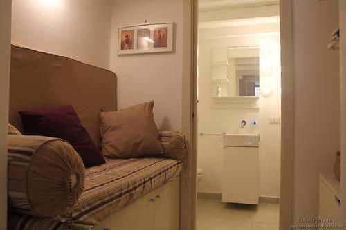 Trapani_Sicilia_occidentale_appartamento_La_Concoide_divano_letto_ingresso_bagno_affitto_vacanze_turismo
