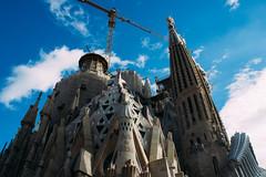 La Sagrada Familia I (Emanuel Castelo) Tags: barcelona bcn catalunya architecture gaudi sagrada familia guel batllo casa house arc triumph park street people sky details travel sea