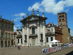 Mantua Cathedral, Piazza Sordello, MAntua (Kevin J. Norman) Tags: mantua lombardy piazzasordello