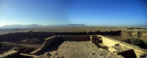 "Panorama Ägypten 1999 Dach des Hathortempels von Dendera • <a style=""font-size:0.8em;"" href=""http://www.flickr.com/photos/69570948@N04/30647319363/"" target=""_blank"">View on Flickr</a>"