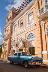 Hotel Ordono, Gibara (steverichard) Tags: cuba car hotel tourism cuban painted colonial building frontage gibara ordono pastelcoloured pastel peach bluecar parked travel americancar vintage 1950s holiday vacation holguinprovince cubancoastaltown historic