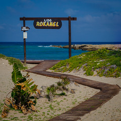 Road to Rokamel (Untalented Guy) Tags: roca rokamel mare sea sand sabbia coast costa salento italia puglia italy passerella insegna