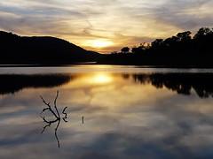 Quietud (Maite Mojica) Tags: atardecer tarde sol paisaje ocaso agua rama reflejo quietud calma tranquilidad serenidad laguna embalse