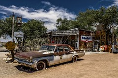 Sur la route 66 - Hackberry (Isabelle Gallay) Tags: travel route66 road66 roadtrip road motherroad fuji fujifilm arizona hackberry car voiture automobile old rusty rust abandoned rouillé rouille house street maison shop drogstore magasin
