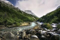 Caminando hacia los cuernos del Paine (niripla) Tags: torresdelpaine patagonia chile rio landscape river mountains