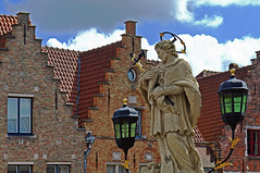 Statue - Bruges (Canon G3X) (markdbaynham) Tags: street city urban canon town belgium famous brugge historic fixed metropolis bruges flanders 20mp superzoom bruggen x25 1inch f2856 canonite g3x canonites 25600mm