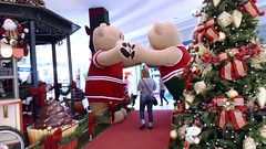 ... o ltimo que passar ... (Jos Argemiro) Tags: christmas natal mall shopping interior bears decor decorao ursos comrcio bearsplayful