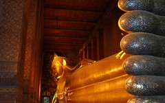 Wat Pho (Temple of the Reclining Buddha), Bangkok (journey.symphonyoflove.net) Tags: pictures travel thailand temple asia bangkok buddha picture journey thai traveling wat attractions touristattractions watpho templeoftherecliningbuddha amazingthailand travelpicture watphrachetuphon asiancountries placestovisitinbangkok popularattractionsinbangkok destinationsinthailand populardestinationsinthailand