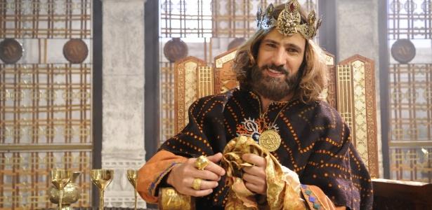 """Chateado com a Record, Leonardo Brício cutuca: """" Não quero ser ator bíblico"""""""