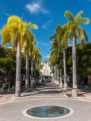 Palais de Justice - Philipsburg - [Sint-Maarten] (Thierry CHARDES) Tags: palmiers courthouse alle sigma1750mmf28 antilles carabes caribbean paysbas nederland