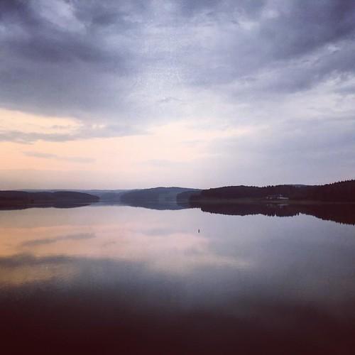 """Es ging los... jetzt dort hinter - und zurück 😃 ›› 20 km Runde: """"Rundtour um das versunkene Dorf Pöhl""""  #frankwandert  #running66  #Outdoor  #Hiking  #Garmin  #Oregon750t  #fēnix3  #BeatYesterday  #Plauen  #Talsperre  #Pöhl  #TalsperrePöhl"""