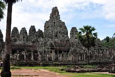 Bayon (Dedalomouse Photos) Tags: cambodia cambogia asia indocina archeologia tommaso tommasoolmeda travel olmeda dedalomouse viaggio colonnato colonnade columnade nuvole nubes clouds angkor angkorwat