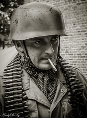 Avoncroft (169 of 259) (Andy Darby) Tags: portrait war helmet smoking german reenactment mg42 k98 fallschirmjager avoncroft mp40 fjr5