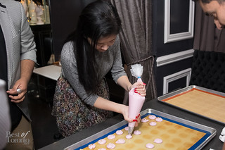 Flora Tran making macarons