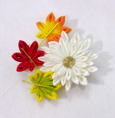 DSCF6462 (EruwaedhielElleth) Tags: flowers flower hair handmade fabric hana accessory tsumami kanzashi zaiku imlothmelui