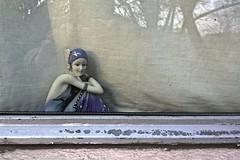 figurine (maramillo) Tags: woman window clay figurine cy keramik unanimous challengeyouwinner thechallengefactory showbizwinner agcgsweepwinner maramillo