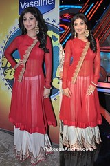 Shilpa Shetty in Red Anarkali Long Choli with White Lehenga at Nach Baliye Season 5 (shaf_prince) Tags: shilpashetty bollywoodactress designerwear nachbaliye designerkurtis celebritydresses indianfashiondesigners bollywooddesignerdresses actressinreddresses fullsleeveddresses actressinlehengas bollywoodlehengas