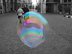 Walking... (@oloarge) Tags: bolladisapone bw biancoenero soapbubble street oloarge